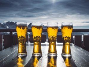 Biertjes op terras in Oostenrijk